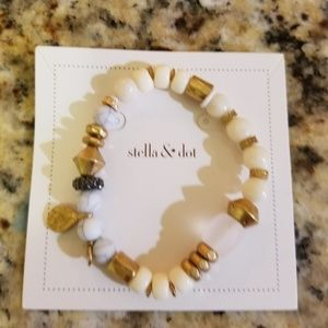 Stella&dot stretch bracelet. Anda intention courag